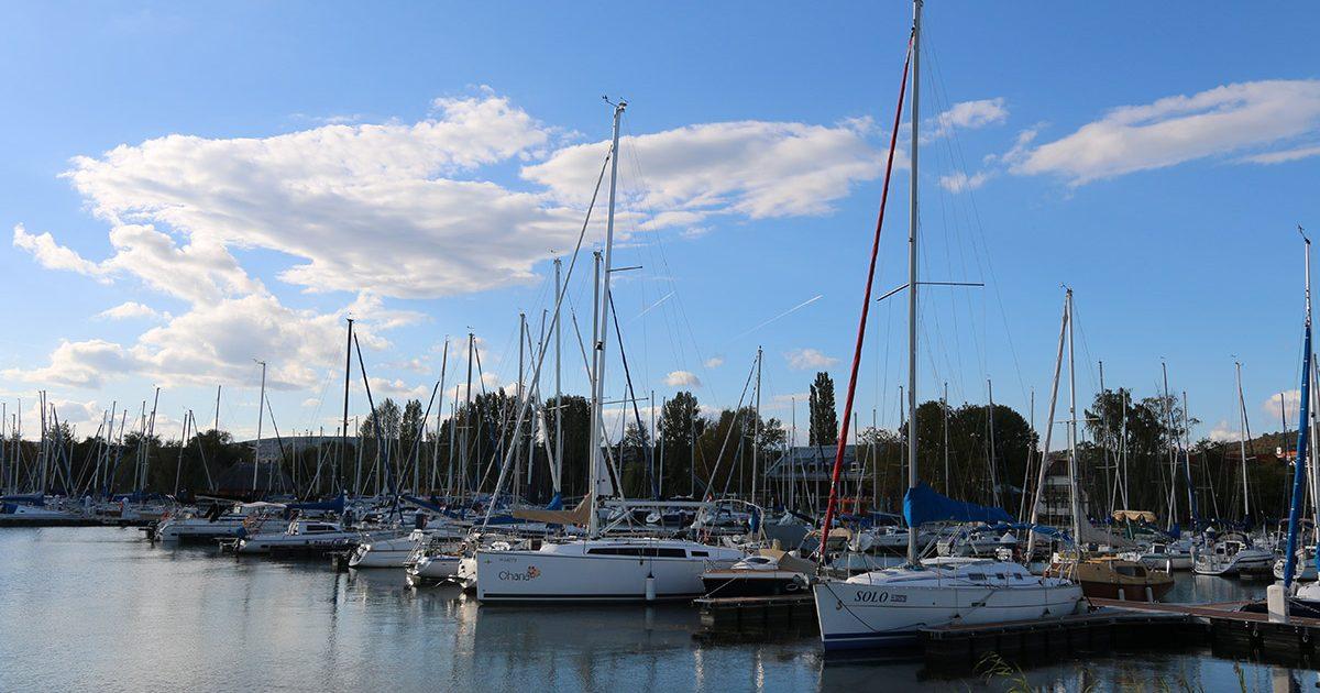 Képtalálatok a következőre: vitorláskikötő képek Alsóörs